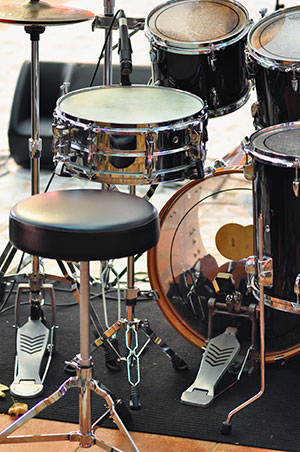 tips for mixing drums in your home recording studio. Black Bedroom Furniture Sets. Home Design Ideas