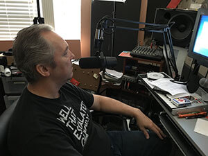 Ken Theriot speaking into a Shure SM7B mic